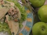 Ябълкова салата с орехи