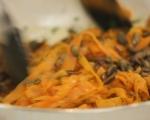 Салата от моркови с тиквени семки 5