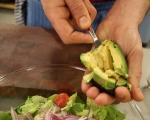 Салата с пилешко и авокадо 6