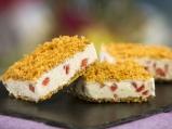 Сладоледен сандвич с ягоди