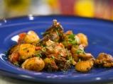 Пилешко с картофи и чери домати
