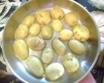 Пикантни пресни картофки на фурна