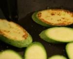 Сирене със зеленчуци на тиган