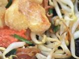 Рибни хапки върху сос от чушки