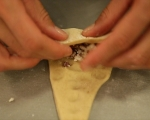 Кифлички със сирене и маслини 6