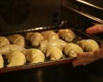 Кифлички със сирене и маслини 8