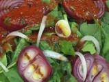 Салата със спанак, червен лук и домат...