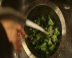 Салата от броколи с бекон и синьо сирене 2