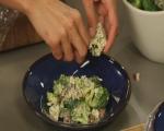 Салата от броколи с бекон и синьо сирене 6