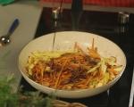 Топла салата от моркови и ябълки 5