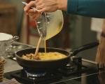 Фритата с бекон, грах и макарони 6