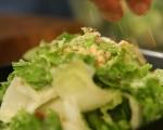 Зелена салата с круши и орехи 5