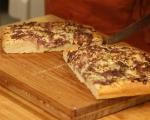 Фокача със синьо сирене, лук и орехи 8