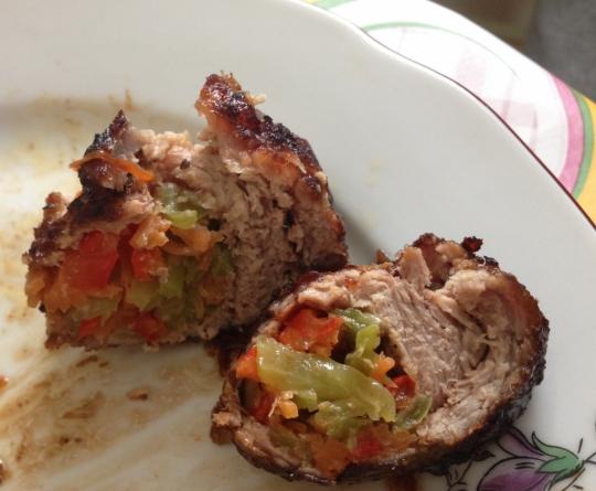 Балсамово глазирани рулца от свинско със зеленчуци