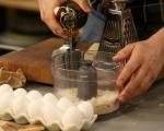 Яйца върху хрупкави трохи