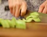 Зелена салата с авокадо и семена 5