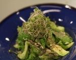 Зелена салата с авокадо и семена 8