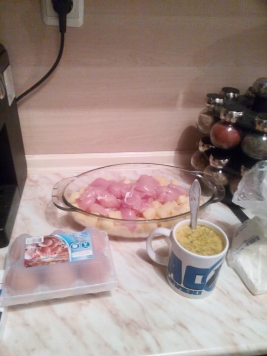 Картофи с пилешко и сирене