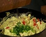 Салата от варени яйца, домати и авокадо 3