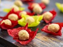 Бонбони с бадеми и кокос