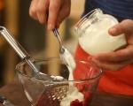 Баварски крем с ягоди и киви 3