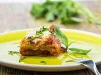 Пилешко с доматен сос и моцарела