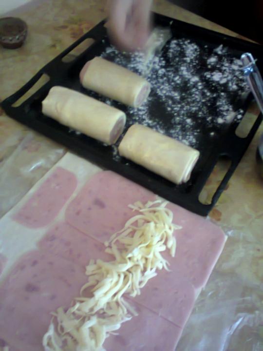 Руло от бутертесто с шунка и кашкавал