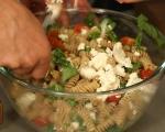 Салата от паста с домати и сирене 5