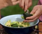 Салата от краставици, авокадо и сирене