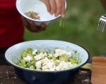 Салата от краставици, авокадо и сирене 3