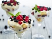 Бърз десерт с горски плодове