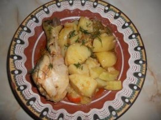 Гювеч с пиле и пресни зеленчуци