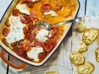 Яйца с домати на фурна