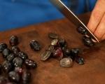Хлебен пудинг с грозде и бял шоколадов сос 4