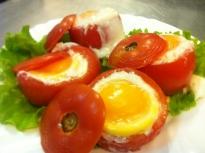 Пълнени домати със сирене и яйца