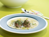 Пилешка супа с кнедли от дробчета