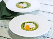 Супа от грах с поширани яйца
