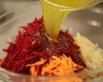 Салата от цвекло с моркови и сирене 5