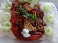 Пълнен домат с леща
