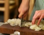 Пълнен лук с ориз и орехи 3