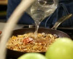 Пълнен лук с ориз и орехи 9