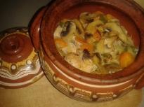 Гювече с пилешко месо и зеленчуци
