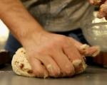 Соден хляб с лук и сушени домати 5