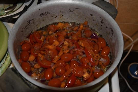 Шаран с пълнеж от чери домати
