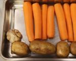 Печен свински врат със зеленчуци 7