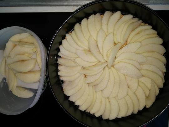 Сладкиш с ябълки
