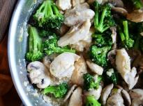Пиле с броколи и печурки