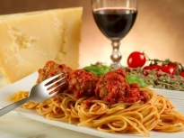 Спагети от тиквички с пикантни кюфтен...