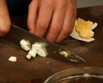 Салата с авокадо, краставица и яйца