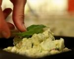 Салата с авокадо, краставица и яйца 5